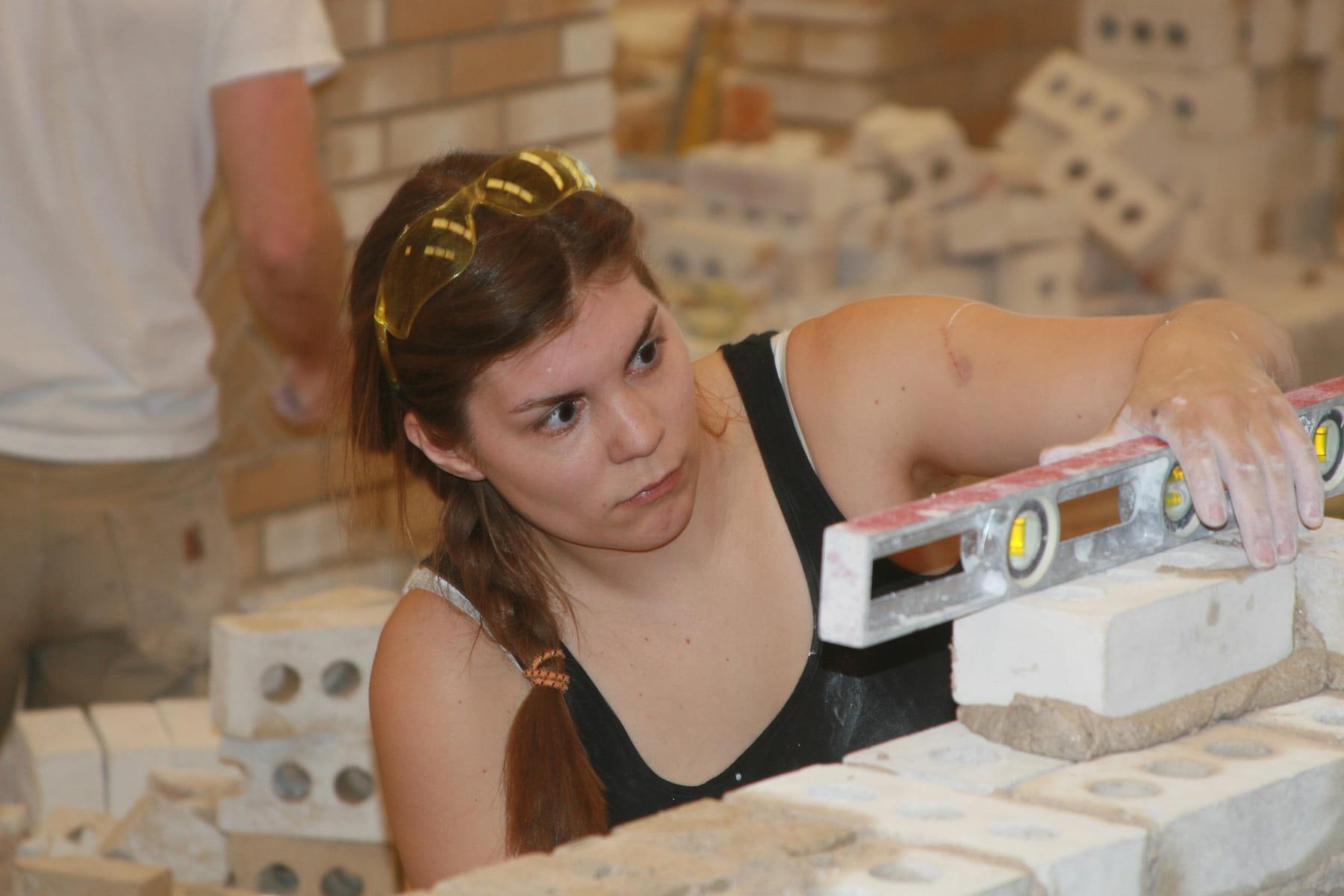 Nina Widmer, laying bricks