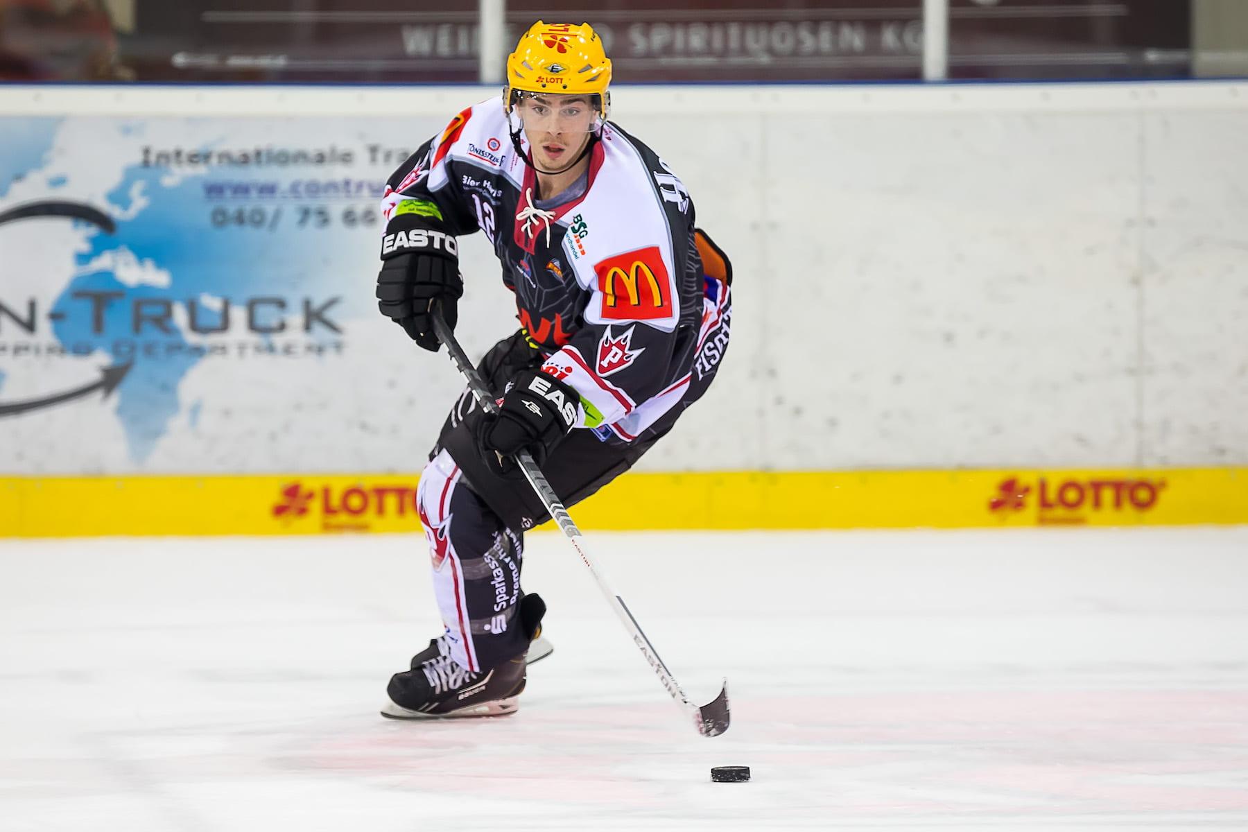 Alex Kampen playing hockey